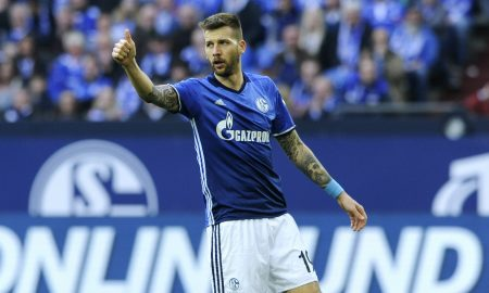 Fussball, Bundesliga, Deutschland, Herren, Saison 2016/2017, 24. Spieltag, VELTINS Arena Gelsenkirchen: FC Schalke 04, S04 (blau) - FC Augsburg, FCA (gelb) 3:0; Guido Burgstaller (S04) thumbs up. Jubel, Freude, Aktion.