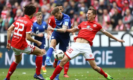 Guido Burgstaller (FC Schalke 04) kommt gegen Andre Ramalho (FSV Mainz 05) und Niko Bungert (FSV Mainz 05) zum Schuss, FSV Mainz 05 vs FC Schalke 04, Fussball, 1. Bundesliga, 19.03.2017, Foto Neis / Eibner Mainz Copyright: xNeisx/Eibner-Pressefotox EP_ans